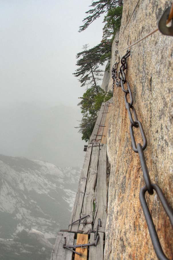 Το πιο τρομακτικό μονοπάτι σε βουνό (2)