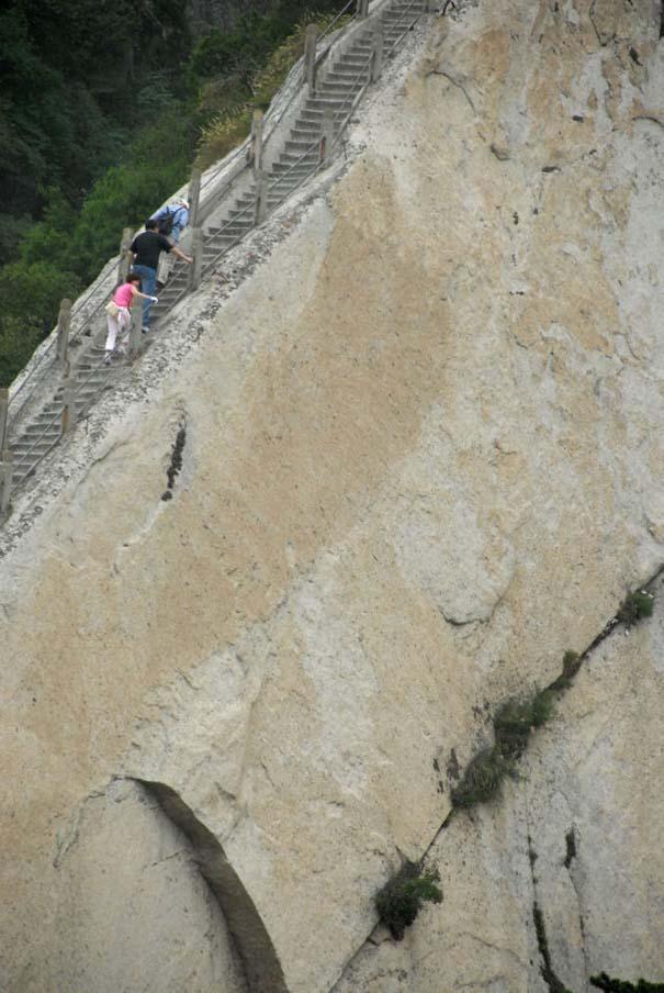 Το πιο τρομακτικό μονοπάτι σε βουνό (3)