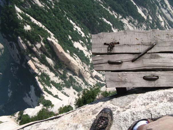 Το πιο τρομακτικό μονοπάτι σε βουνό (22)