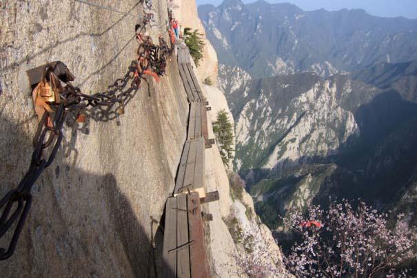 Το πιο τρομακτικό μονοπάτι σε βουνό (28)