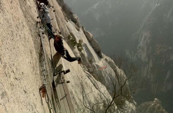 Το πιο τρομακτικό μονοπάτι σε βουνό (31)