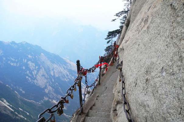Το πιο τρομακτικό μονοπάτι σε βουνό (37)