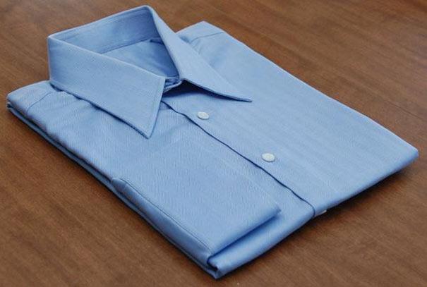 Πως να διπλώσετε τέλεια μια μπλούζα σε 2 δευτερόλεπτα