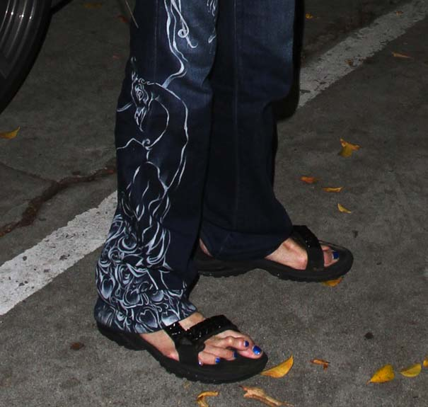 Σε ποιο διάσημο πρόσωπο ανήκουν αυτά τα πόδια; (2)