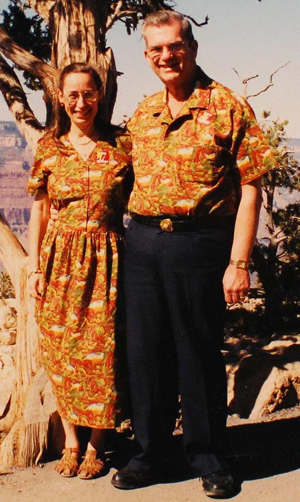 Ζευγάρι ντύνεται με ταιριαστά ρούχα εδώ και 35 χρόνια (2)