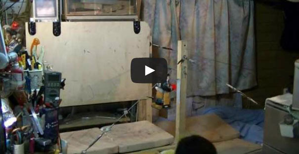 Απίστευτο αυτοσχέδιο ρομπότ ακροβάτης