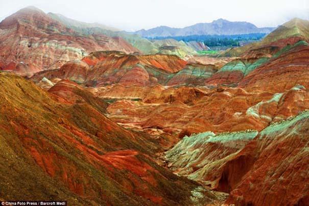 Danxia: Τα εξωπραγματικά πολύχρωμα βουνά στην Κίνα (3)