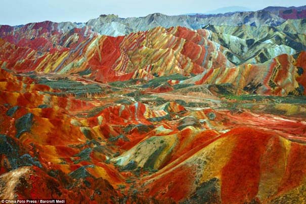 Danxia: Τα εξωπραγματικά πολύχρωμα βουνά στην Κίνα (4)