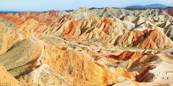 Danxia: Τα εξωπραγματικά πολύχρωμα βουνά στην Κίνα (9)