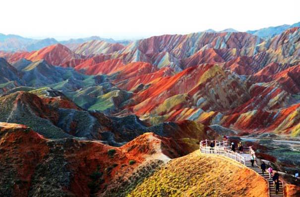 Danxia: Τα εξωπραγματικά πολύχρωμα βουνά στην Κίνα (10)