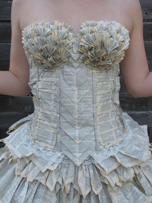 Φόρεμα φτιαγμένο αποκλειστικά από τις σελίδες ενός βιβλίου (3)