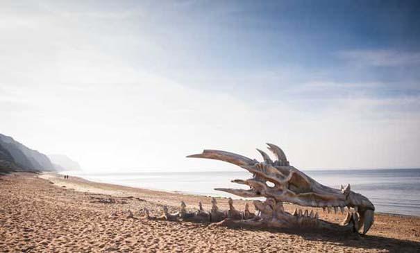 Γιγάντιο κρανίο δράκου σε παραλία της Αγγλίας (1)