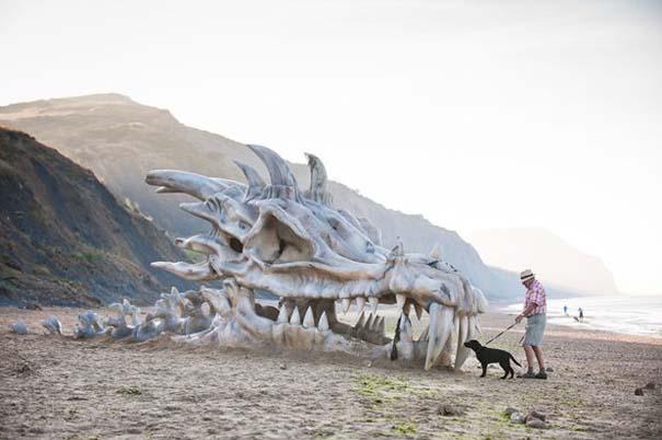 Γιγάντιο κρανίο δράκου σε παραλία της Αγγλίας (5)