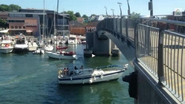 Ιστιοφόρο εναντίον γέφυρας