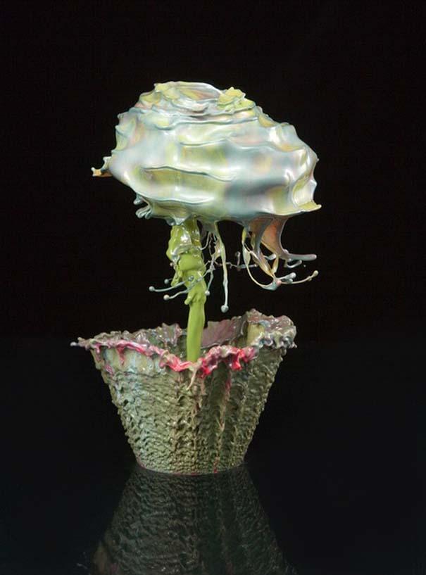 Καλλιτέχνης δημιουργεί λουλούδια από παφλασμούς χρωματισμένου νερού (3)