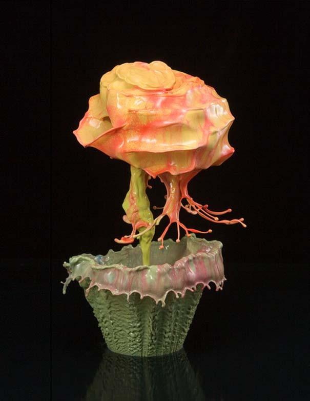 Καλλιτέχνης δημιουργεί λουλούδια από παφλασμούς χρωματισμένου νερού (5)