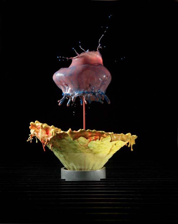 Καλλιτέχνης δημιουργεί λουλούδια από παφλασμούς χρωματισμένου νερού (10)