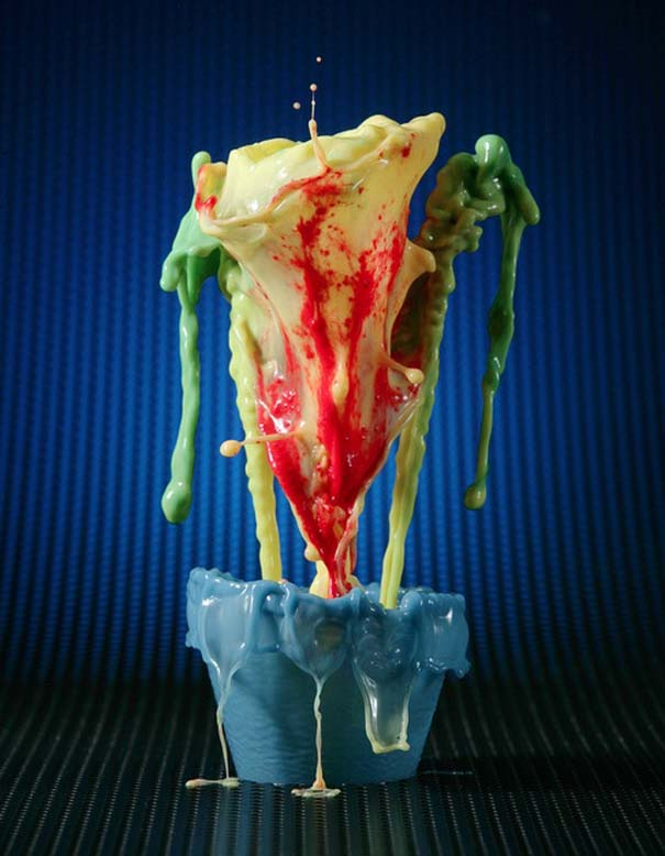 Καλλιτέχνης δημιουργεί λουλούδια από παφλασμούς χρωματισμένου νερού (13)