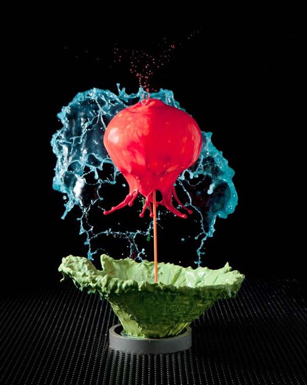 Καλλιτέχνης δημιουργεί λουλούδια από παφλασμούς χρωματισμένου νερού (16)