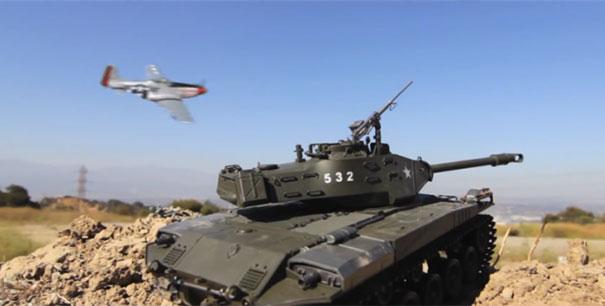 Επική μάχη με τηλεκατευθυνόμενα τανκς και αεροπλάνα