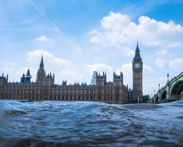 Φωτογραφίες από συγκεκριμένη γωνία λήψης δείχνουν το Λονδίνο μισοβυθισμένο (1)