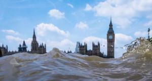 Φωτογραφίες από συγκεκριμένη γωνία λήψης δείχνουν το Λονδίνο μισοβυθισμένο