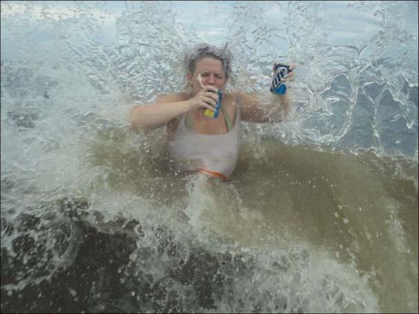 Παράξενα και τραγελαφικά σκηνικά στην παραλία (7)
