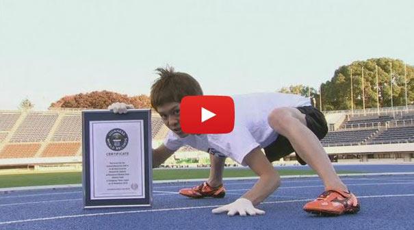 Ο πιο γρήγορος άνθρωπος στον κόσμο στο τρέξιμο με τα τέσσερα