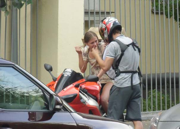 Πως να (μην) μεταφέρετε μια μεγάλη κούτα πάνω σε μοτοσυκλέτα (7)