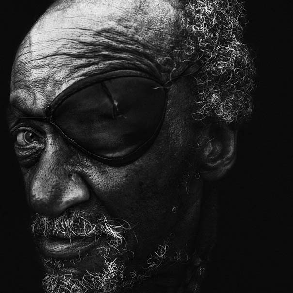 Συγκλονιστικά ασπρόμαυρα πορτραίτα αστέγων από τον Lee Jeffries (7)