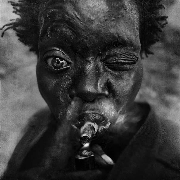 Συγκλονιστικά ασπρόμαυρα πορτραίτα αστέγων από τον Lee Jeffries (10)