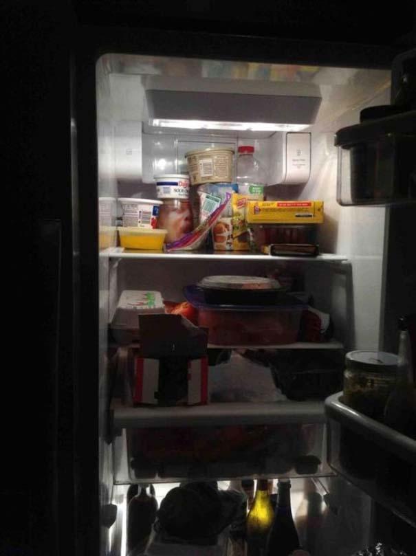 Τρομακτική φάρσα που θα κόψει... μια και καλή τις βραδινές επιδρομές στο ψυγείο (1)