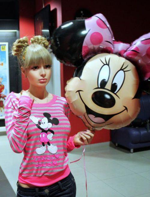 Το όνειρο της ήταν να γίνει μια ζωντανή Barbie... και τα κατάφερε (19)