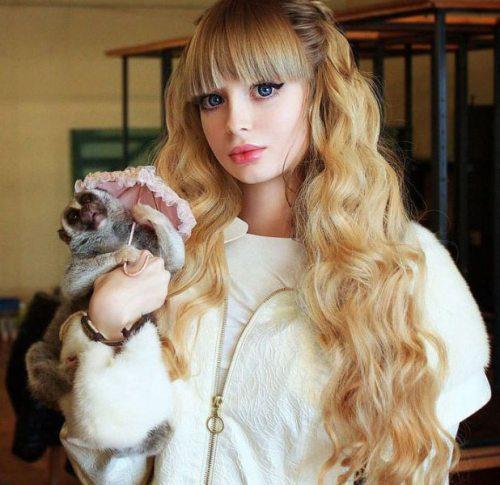 Το όνειρο της ήταν να γίνει μια ζωντανή Barbie... και τα κατάφερε (21)