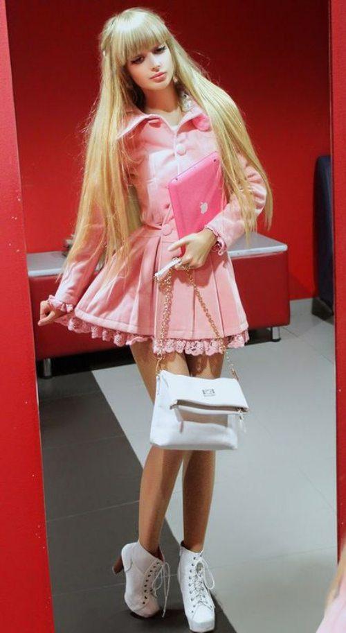 Το όνειρο της ήταν να γίνει μια ζωντανή Barbie... και τα κατάφερε (27)