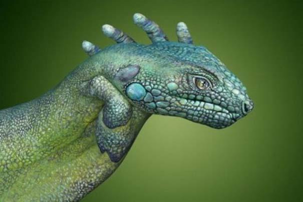 Απίστευτες ζωγραφιές ζώων σε ανθρώπινα χέρια (13)