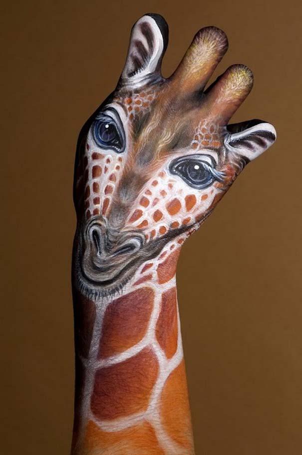 Απίστευτες ζωγραφιές ζώων σε ανθρώπινα χέρια (15)