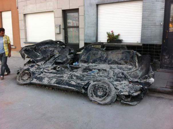 Το αποτέλεσμα της πτώσης ενός τοίχου πάνω σε αυτοκίνητα (8)