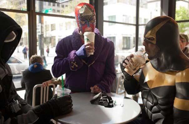 Εν τω μεταξύ, στα Starbucks... (1)