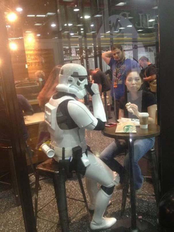 Εν τω μεταξύ, στα Starbucks... (10)
