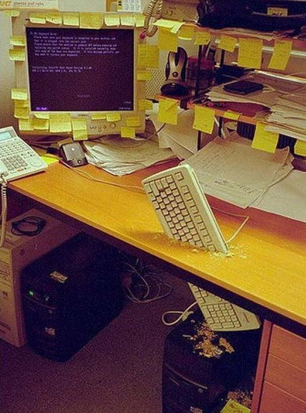 Απίθανες φάρσες στο γραφείο (2)