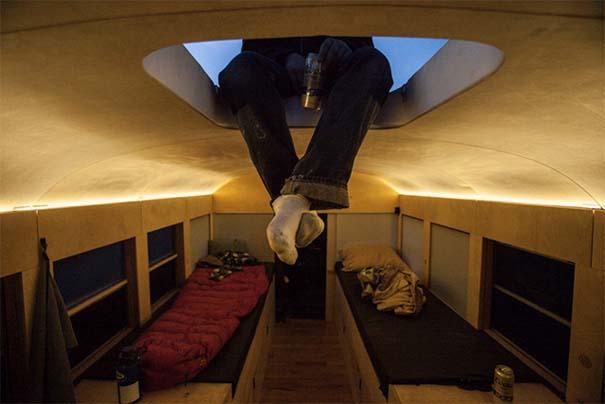 Φοιτητής κατασκεύασε εντυπωσιακό διαμέρισμα σε παλιό λεωφορείο (5)