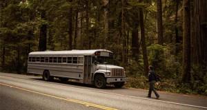 Φοιτητής κατασκεύασε εντυπωσιακή κατοικία σε παλιό λεωφορείο (Video)