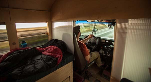 Φοιτητής κατασκεύασε εντυπωσιακό διαμέρισμα σε παλιό λεωφορείο (2)