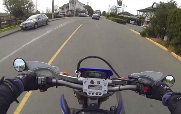 Η καλή πράξη της ημέρας από Καναδό μοτοσικλετιστή