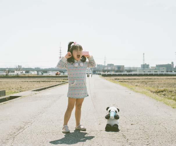 Κοριτσάκι ποζάρει σε διασκεδαστικές καταστάσεις (1)
