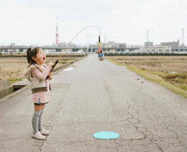 Κοριτσάκι ποζάρει σε διασκεδαστικές καταστάσεις (4)
