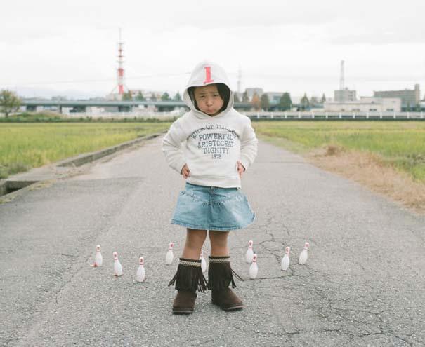 Κοριτσάκι ποζάρει σε διασκεδαστικές καταστάσεις (5)