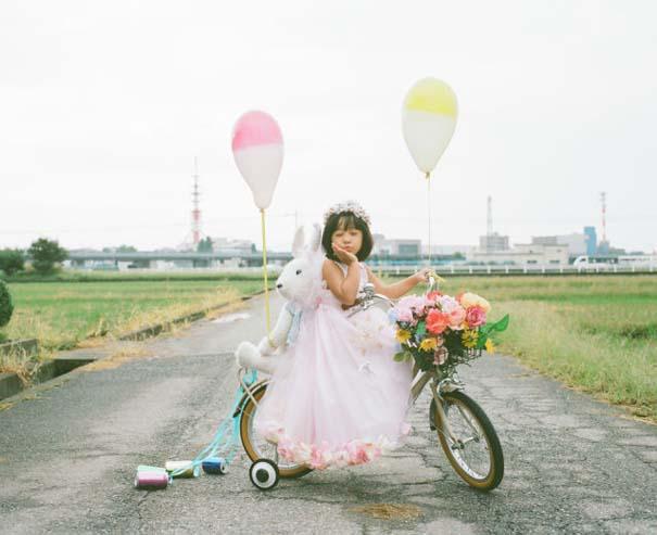 Κοριτσάκι ποζάρει σε διασκεδαστικές καταστάσεις (7)