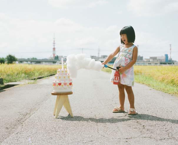 Κοριτσάκι ποζάρει σε διασκεδαστικές καταστάσεις (8)